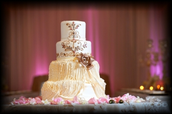 white_gold_silver_wedding_cake
